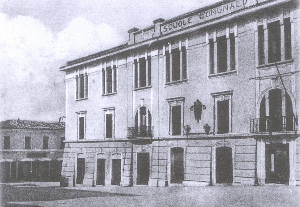 Pianella -Scuole Comunali senza simboli del Fascio e Duce - archivio Carlo Di  Francesco